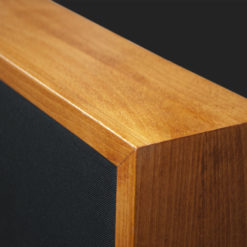 Corner of acoustic absorber Grand Cherry